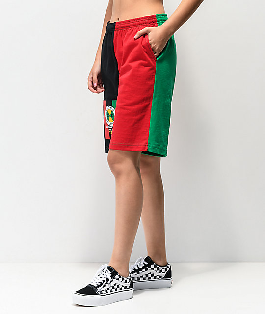 Cross Colours Flag Logo shorts negros, verdes, amarillos y rojos