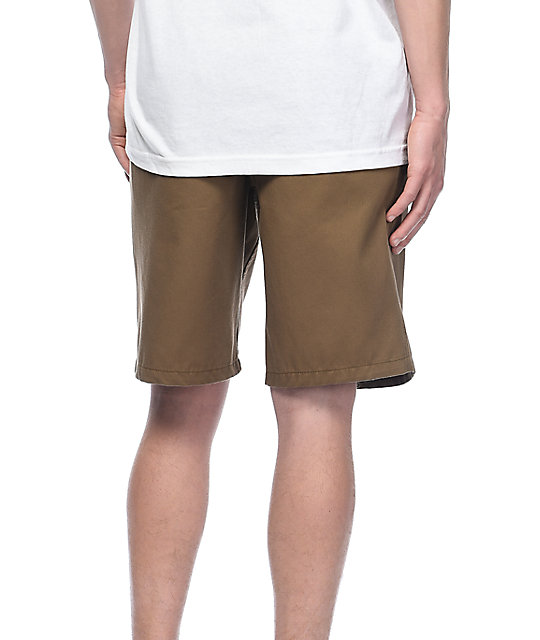 Free World Discord shorts chinos en color caqui oscuro