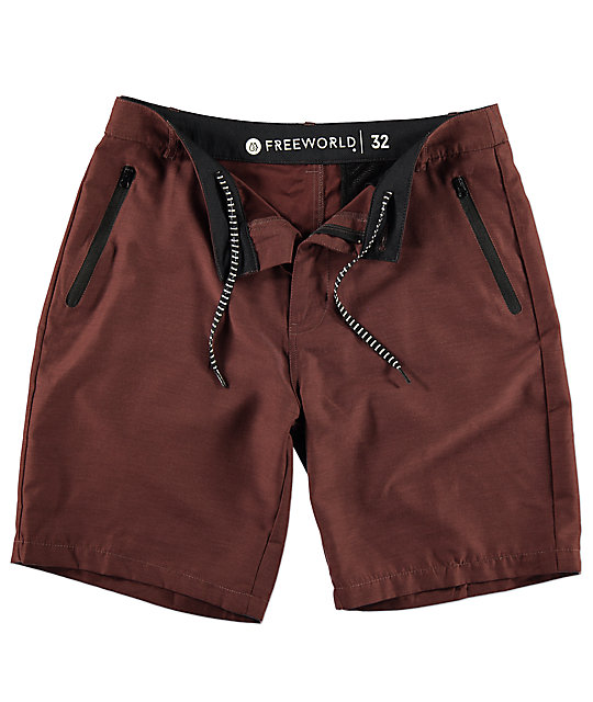 Free World Maverick Tech shorts híbridos en color borgoño oscuro