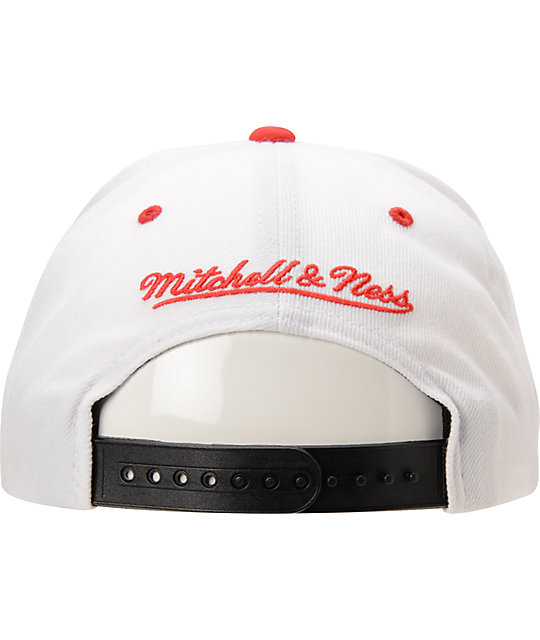 Mitchell And Ness Chicago Bulls XL Logo White & Red Snapback