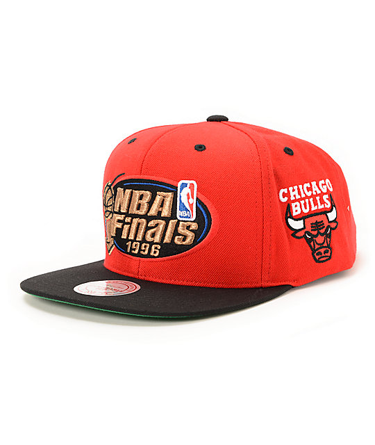 8f936c33305 NBA Mitchell and Ness Bulls 1997 Finals Red   Black Snapback Hat ...