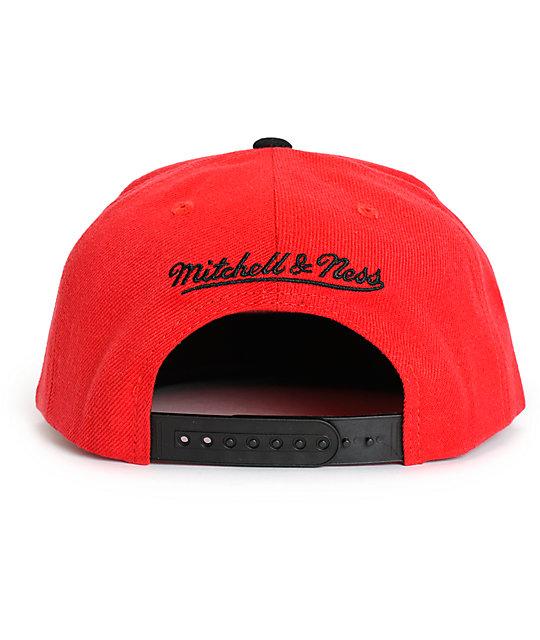 0f230f7f766353 NBA Mitchell and Ness Bulls XL Logo 2 Tone Snapback Hat | Zumiez