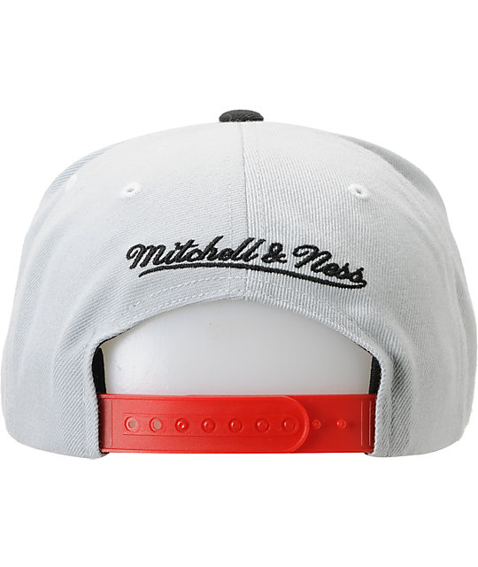 d862316fd32 ... NBA Mitchell and Ness Chicago Bulls Grey Crackle Snapback Hat ...