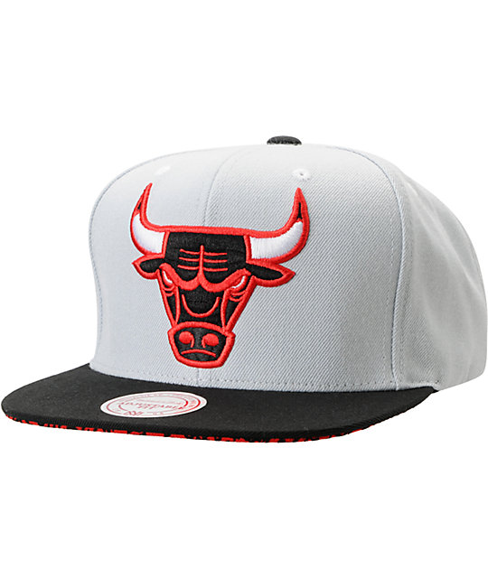 255785d6282 NBA Mitchell and Ness Chicago Bulls Grey Crackle Snapback Hat