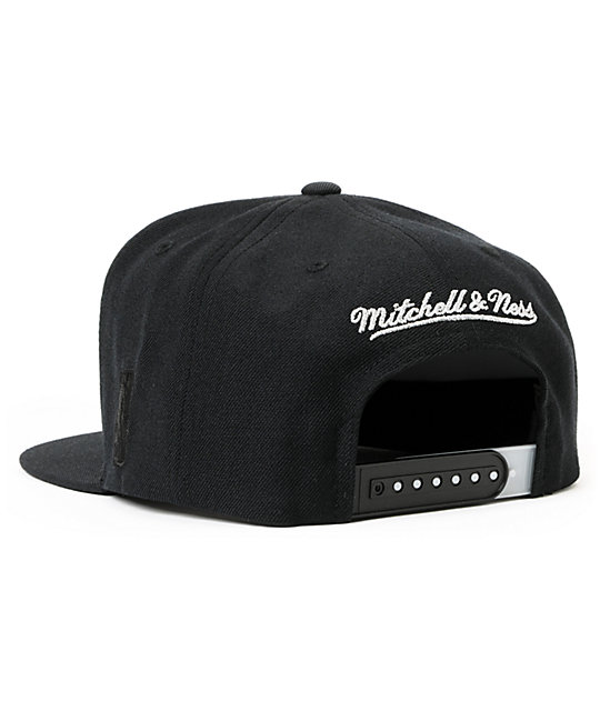 NBA Mitchell and Ness Spurs Black Arch Snapback Hat