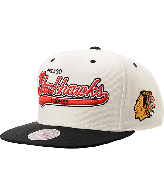 2396e26e4d02f NHL Mitchell   Ness Chicago Blackhawks Tailsweeper Snapback