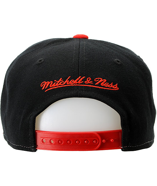 NHL Mitchell and Ness Chicago Blackhawks Sharktooth Snapback Hat