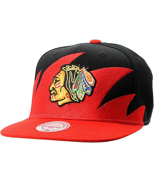 NHL Mitchell and Ness Chicago Blackhawks Sharktooth Snapback Hat ... b659b452b78