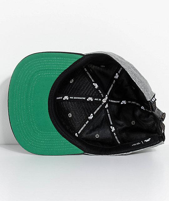 dea73d55b27 ... Nike SB Dri-Fit Aerobill gorra strapback en gris y negro