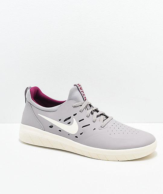 reputable site 537db 2e40d Nike SB Nyjah Free Atmosphere Grey   Berry Skate Shoes   Zumiez