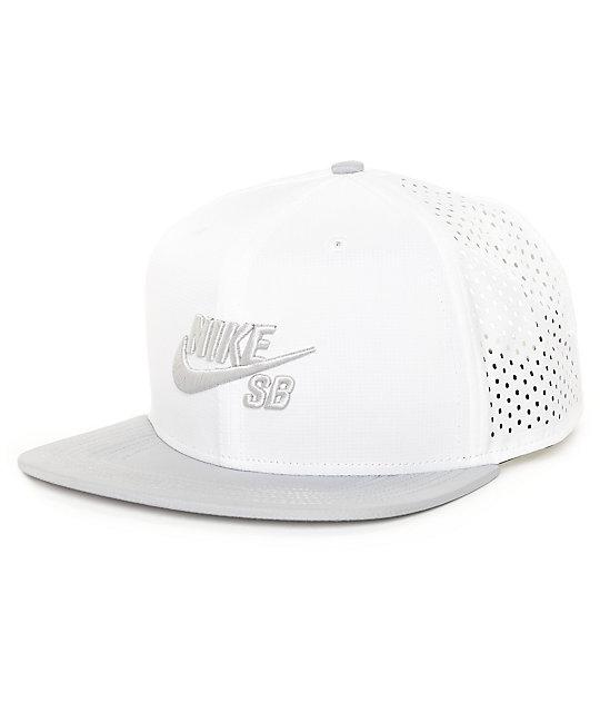 Nike SB Performance gorra trucker blanca T-Shirt ... 020e6caf4d0