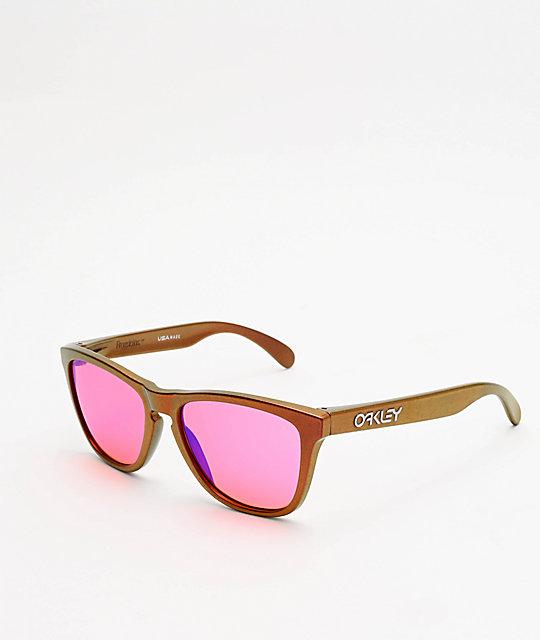 bf40056611 Oakley Frogskins Shift Prizm Trail gafas de sol rojas y doradas | Zumiez