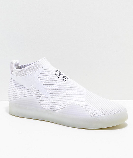 Adidas originaler 3ST. 002 Primeknit sko Adidas    adidas 3ST.002 Primeknit hvide og grå sko   title=          Zumiez