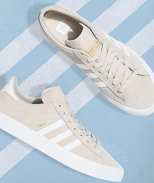 adidas Campus Vulc II zapatos en color crema y blanco