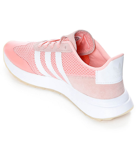 innovative design 6825d 8876f ... adidas Flashback Haze zapatos en blanco y color coral ...