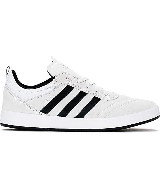 anillo Radioactivo hilo  adidas Suciu ADV zapatos de ante en blanco, negro y gris | Zumiez