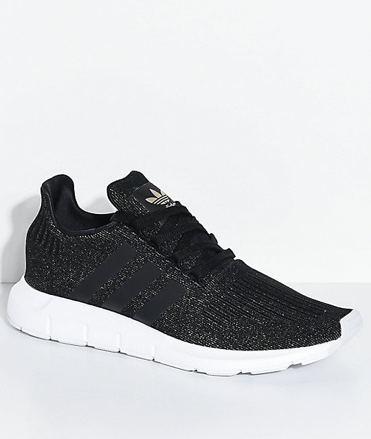 adidas Swift Run Core zapatos en negro y blanco