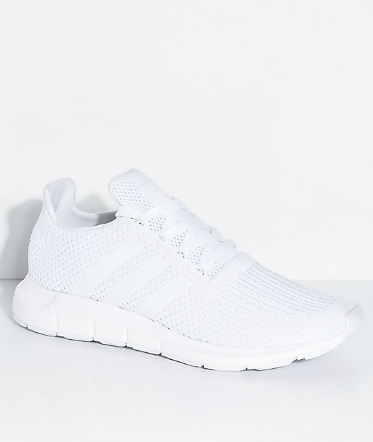 adidas Swift Run zapatos blancos