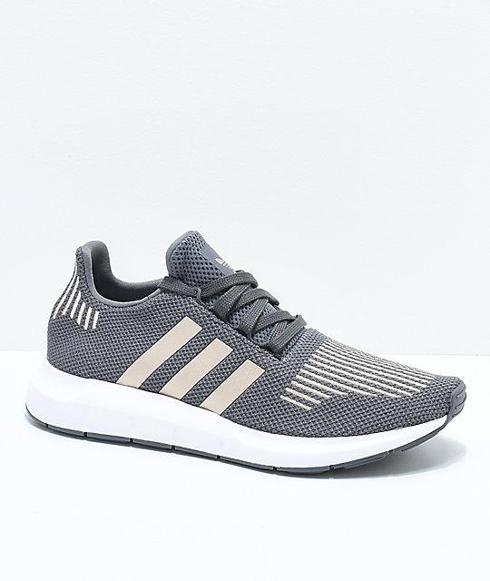 adidas Swift Run zapatos en gris, cobre, y blanco | Zumiez