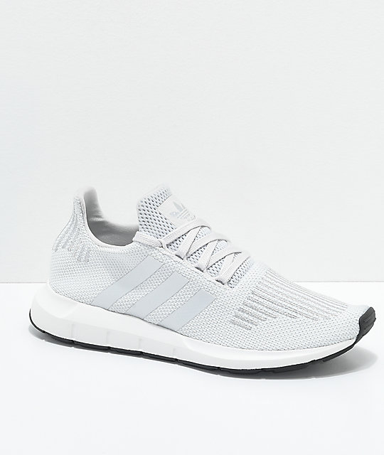 adidas Swift Run zapatos en gris y color plateado
