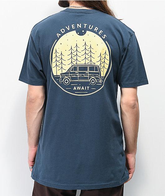 Dravus Adventures Await camiseta índigo