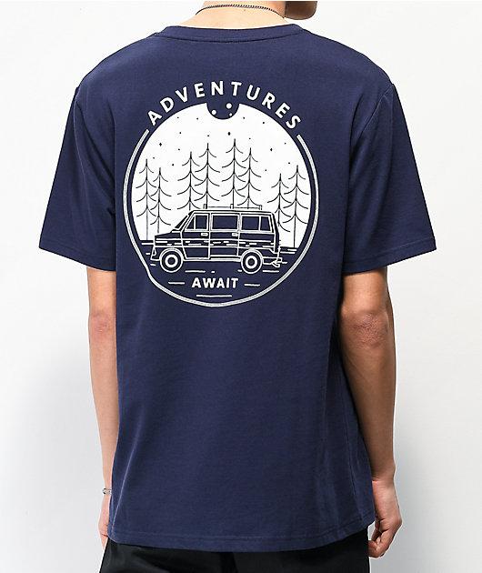 Dravus Adventures Await camiseta azul marino