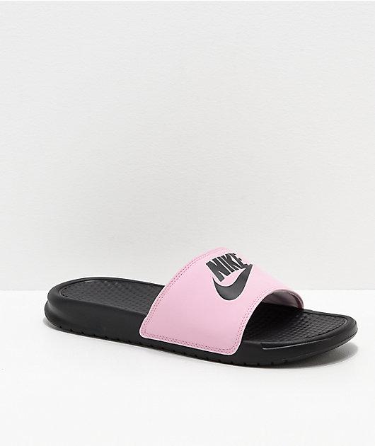Cabina jurado mecanismo  Nike SB Benassi sandalias en rosa y negro | Zumiez