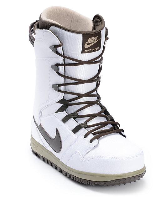 comercio Predicar traducir  Nike Vapen White & Smoke Snowboard Boots | Zumiez