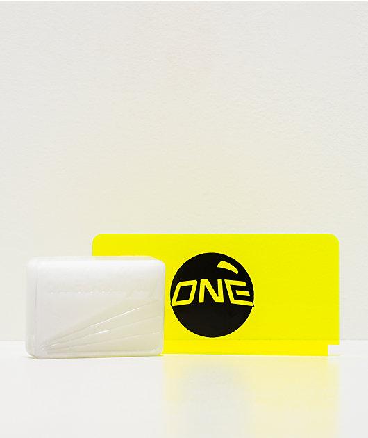 One mini paquete de cera de snowboard