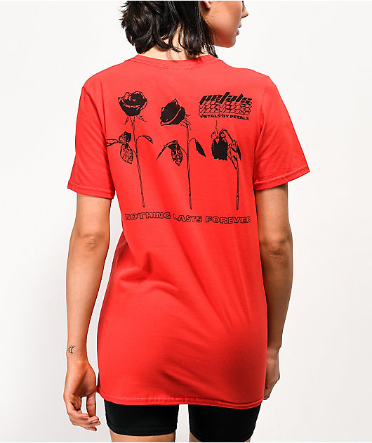 Petals by Petals & Peacocks Dying Rose camiseta roja