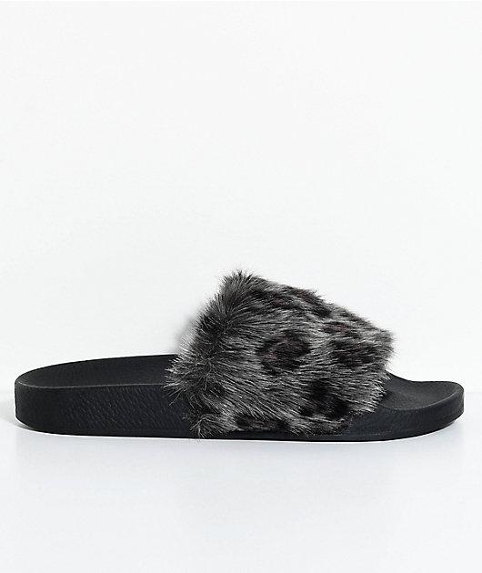 TheWhiteBrand Grey Leopard Fur Slide