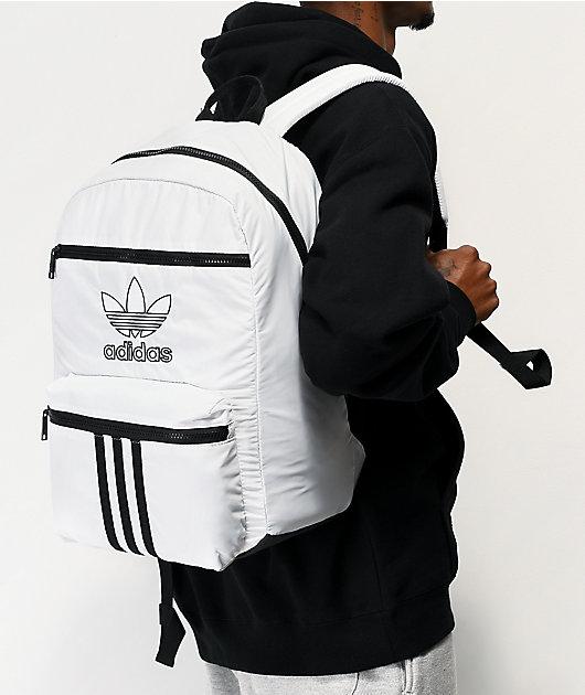 Odia ancla pómulo  adidas Originals National mochila blanca de 3 rayas | Zumiez